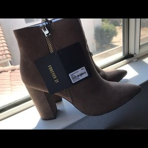 Pointed heel booties
